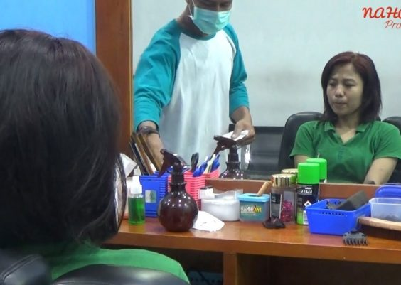 Woman Gets Haircut in Barbershop? (Cewek Potong Rambut di Barbershop?) 10